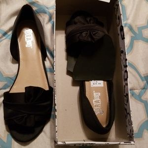 Black flats, sandals, size 8, new with tags, very